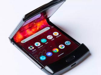Tech Café - Razr smartphone écran pliant